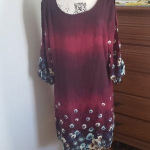 Beautiful dress. Split sleeve.  Perfect condition